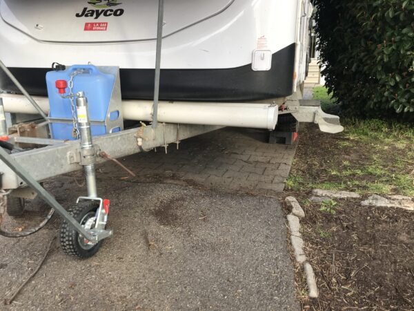 Using Alko Power Mover to Level Jayco Swan Camper Trailer on Levelling Ramps