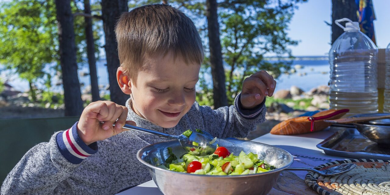 6 Ways to Encourage Healthy Eating Habits in Kids While Travelling